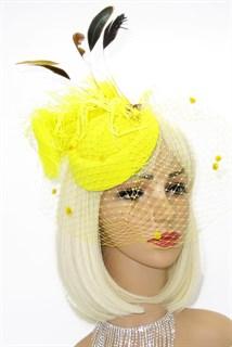 Шляпка с вуалью и большим пером. Желтая