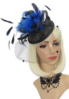 Черная шляпка таблетка Сандра с вуалью и синими перьями