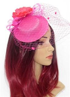 Ярко-розовыя шляпка с вуалью и цветком Фелисити
