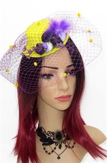 Яркая желтая шляпка с фиолетовой вуалью и птичкой