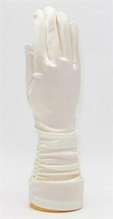 Атласные перчатки со сборками 3/4. Молочные