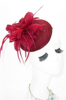 Шляпка таблетка с перьевым цветком. Бордо
