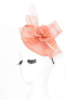 Розовая элегантная шляпка с пером. Мини Элеонора