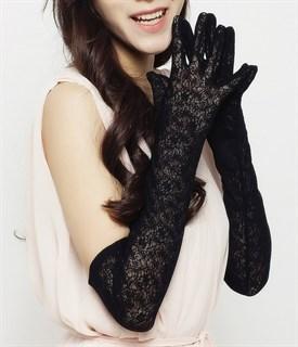 Длинные черные перчатки из плотного кружева
