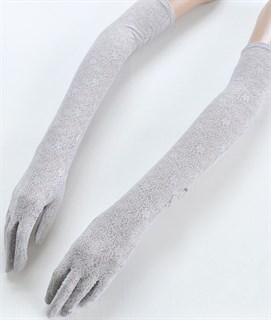 Длинные перчатки из плотного кружева. Светло-серые