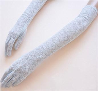 Длинные перчатки из плотного кружева. Светло-голубые