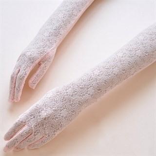 Длинные перчатки из плотного кружева. Светло-розовые