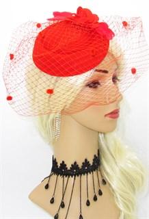 Красная шляпка с вуалью и фетровой розой
