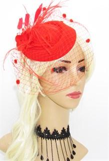 Красная шляпка с вуалью Жанет с фетровой розой и перьями