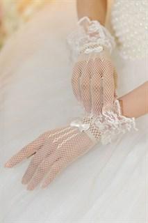 Короткие белые перчатки в сетку с рюшей