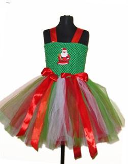 Новогоднее зеленое платье с делом морозом и красными лентами