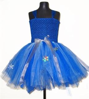 Нарядное синее платье из фатина со снежинками
