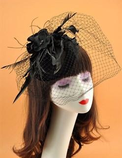 Черная бархатная шляпка таблетка с цветами и вуалью