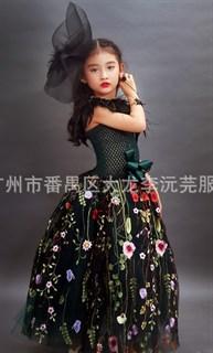 Темно-зеленое пышное платье в пол из фатина с цветами - фото 17960
