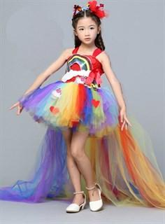 Пышное платье с длинным шлейфом Радуга