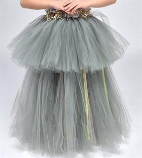 Серое пышное платье в пол из фатина - фото 18014