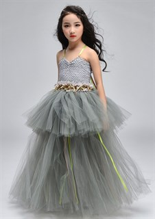 Серое пышное платье в пол из фатина