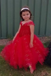 Красное пышное платье в пол с блестками