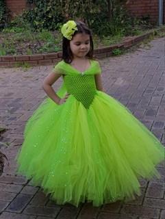 Салатовое пышное платье в пол с блестками
