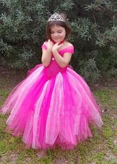 Ярко-розовое пышное платье в пол с блестками