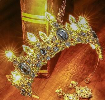 Золотая корона со светодиодами. Разный свет