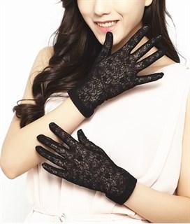 Короткие перчатки из плотного кружева
