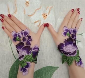 Митенки из вязаного кружева ручной работы. Фиолетовые