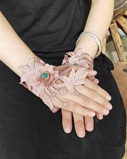 Пудровые митенки из вязаного кружева с цветами 3D ручной работы.