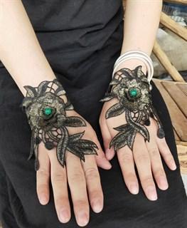 Черно-зелёные митенки из вязаного кружева с цветами 3D ручной работы