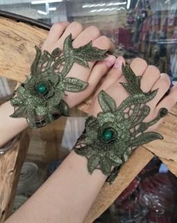 Тёмно-зелёные митенки из вязаного кружева с цветами 3D ручной работы