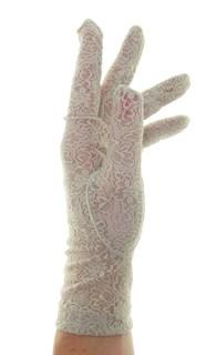 Короткие перчатки из плотного кружева. Бежевые