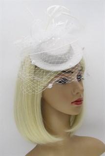 Белая плетеная шляпка с бантом и перьями. Флавия