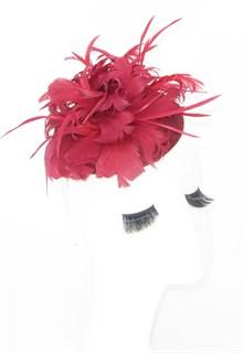 Шляпка с большим перьевым цветком Беатрис. Марсала