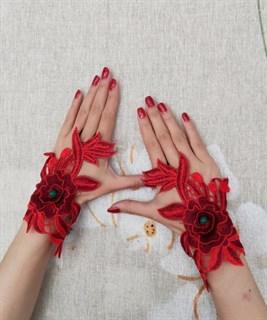 4029. Митенки из вязаного кружева ручной работы. Красные