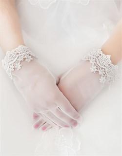 4034. Короткие перчатки из фатина с кружевом. Белые