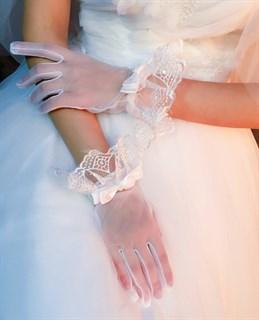 4035. Короткие перчатки из фатина с рюшей. Белые