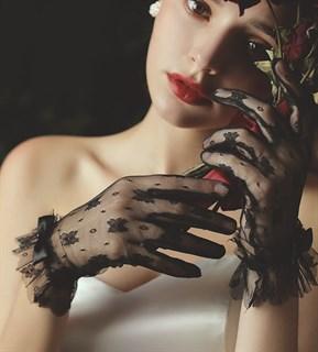 4056. Короткие перчатки из фатина в цветочек с рюшей. Разные цвета