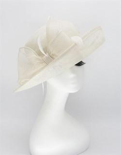 Шляпа с широкими полями из синамей. Белая