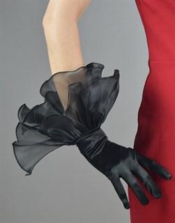 4235. Атласные перчатки с рюшей из органзы