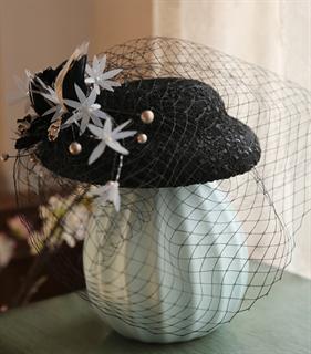 4138. Черная шляпка с вуалью