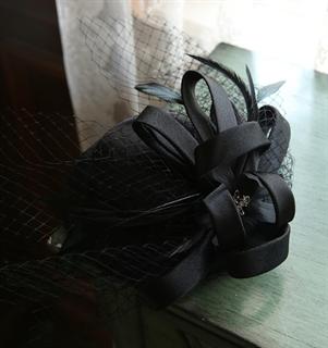 4140. Коктейльная шляпка Эмили. Черная