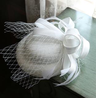 4141. Коктейльная шляпка Эмили. Белая