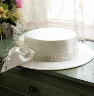 4155. Белая шляпка канотье из атласа