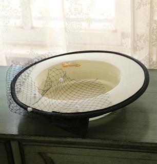 4156. Белая шляпка канотье из атласа с черным бантом - фото 22063
