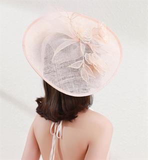 4163. Шляпка для скачек с цветами из синамей и регилином. Пудра