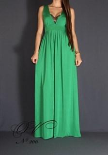 Зеленое платье в пол с глубоким декольте с кружевом