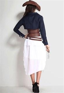 Белое платье пиратки с синим пиджаком и коричневым поясом - фото 5951