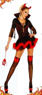 Черное платье чертовки с глубоким декольте и красными перьями