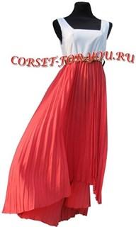 Шифоновое платье с коралловой юбкой плиссе с неровным подолом