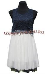 Кружевное платье с белой юбкой